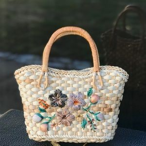 Vintage Bags - Vintage Small Straw Purse with Boho Rafia Flowers